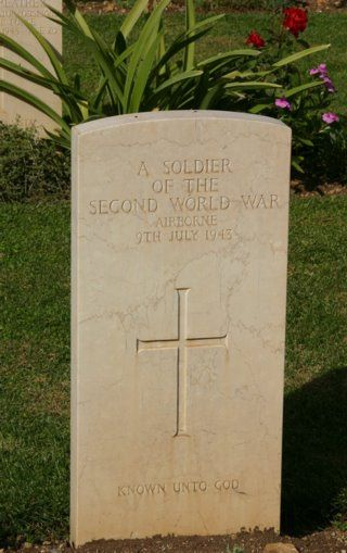 Grave of unknown glider soldier from Operation Ladbroke in Syracuse war cemetery in Sicily