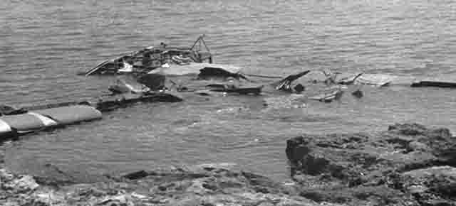 Smashed Waco glider in sea off Sicily, Operation-Ladbroke_com 0