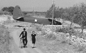 Sicilians walk past Glier 52a - Operation-Ladbroke_com